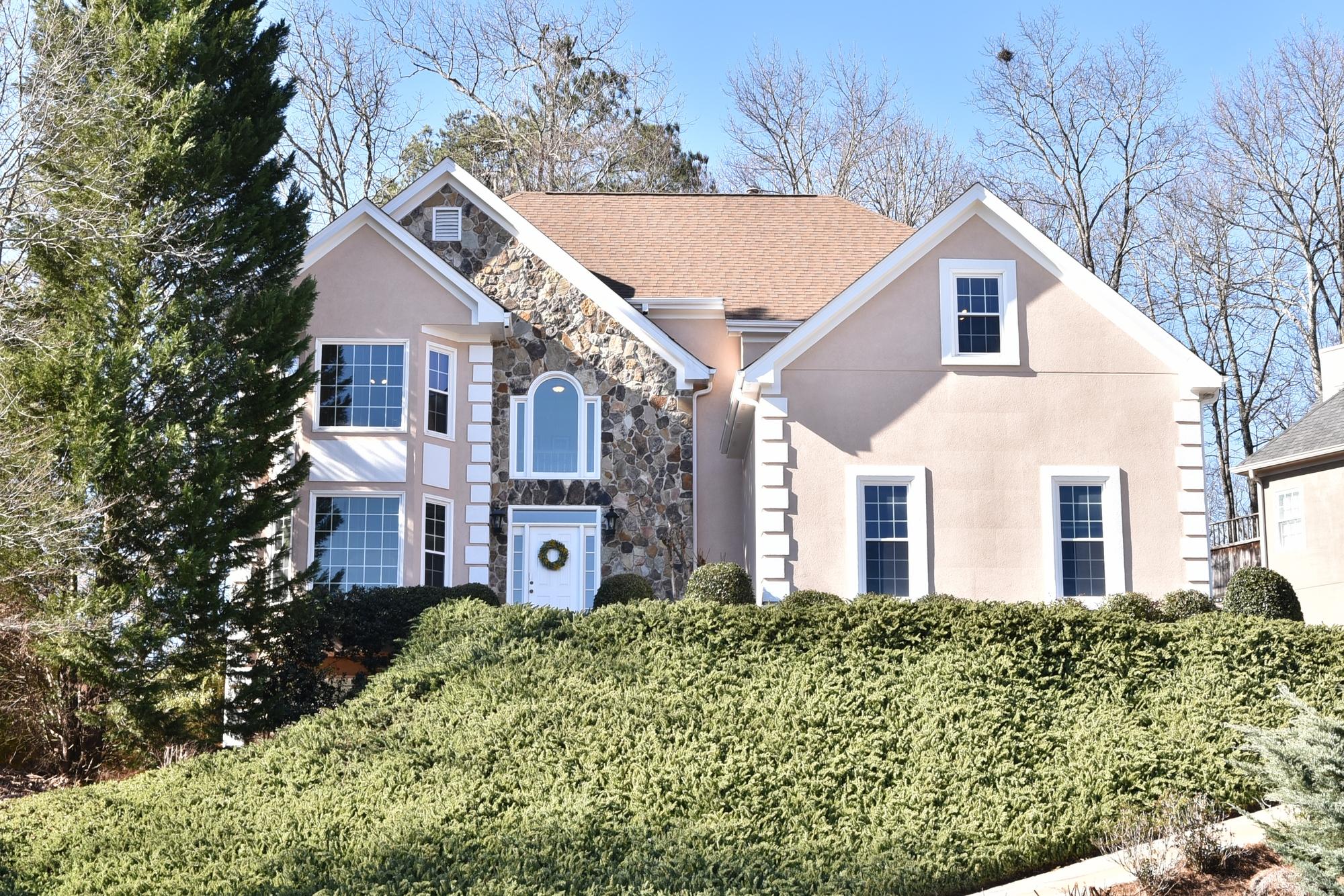 独户住宅 为 销售 在 Beautifully Renovated Home in Queensbury 3185 Kingshouse Commons Johns Creek, 乔治亚州, 30022 美国
