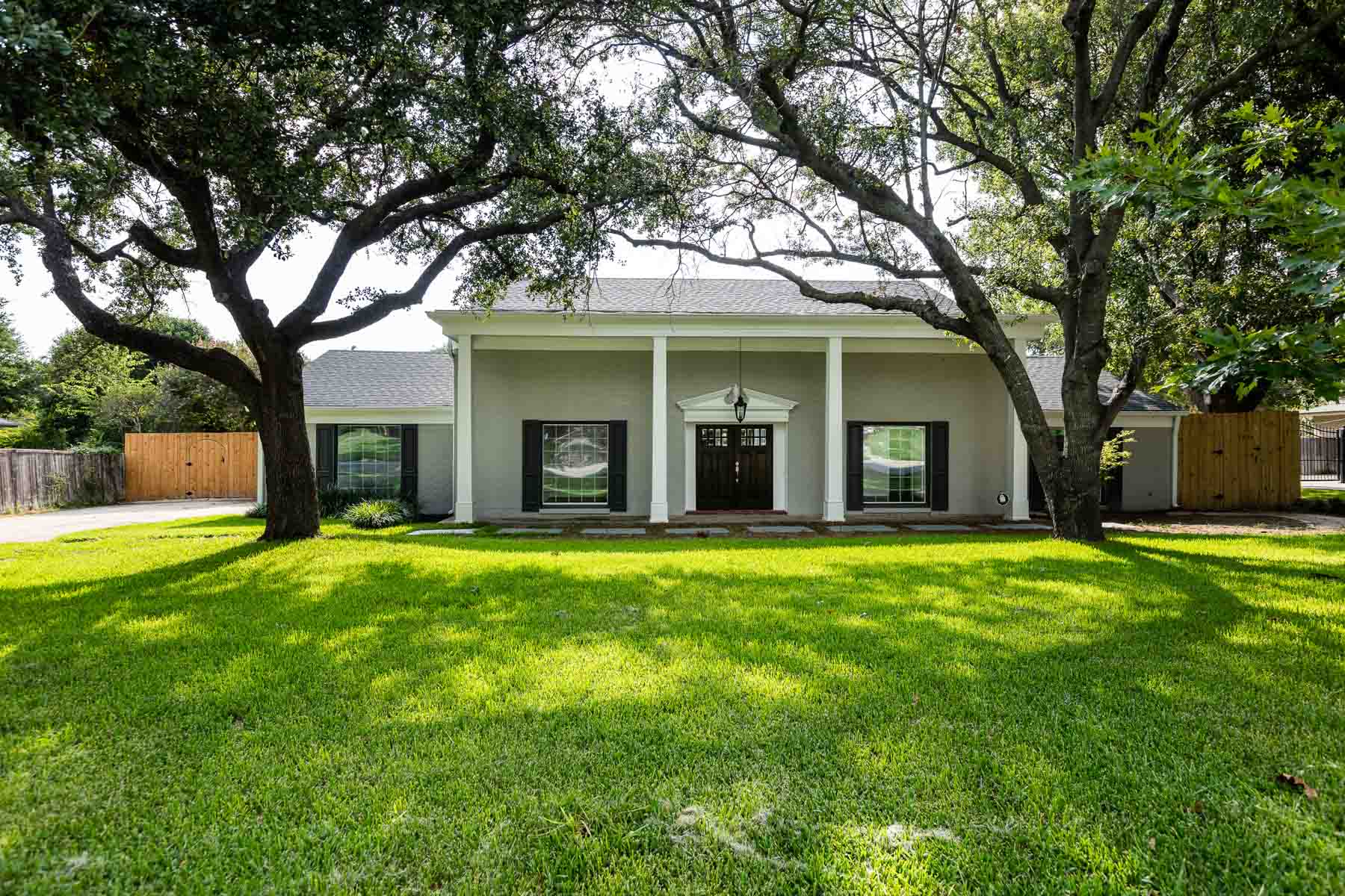 Single Family Home for Sale at Overton Park Colonial 3713 Summercrest Dr. Fort Worth, Texas, 76109 United States