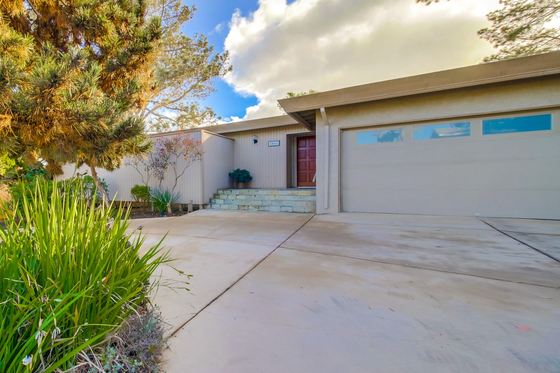 Single Family Home for Sale at 3841 Garden Lane San Diego, California 92106 United States