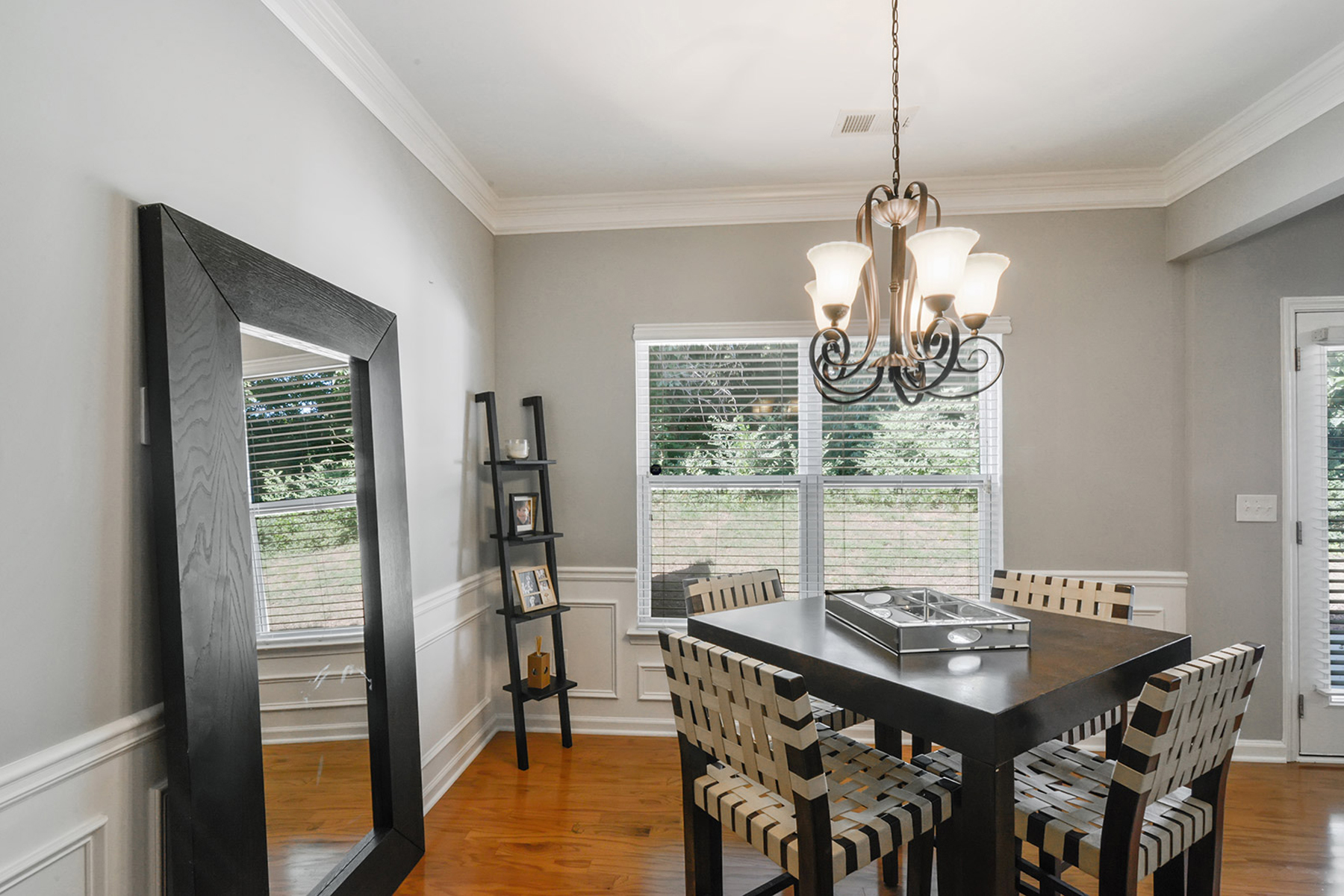 Additional photo for property listing at Shows Like A Model 2209 Charleston Pointe SE Atlanta, Джорджия 30316 Соединенные Штаты
