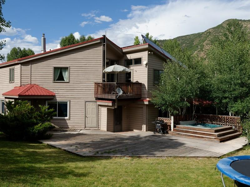 Nhà ở một gia đình vì Bán tại Charming Eclectic Home 1469 Snowmass Creek Road Snowmass, Colorado 81654 Hoa Kỳ