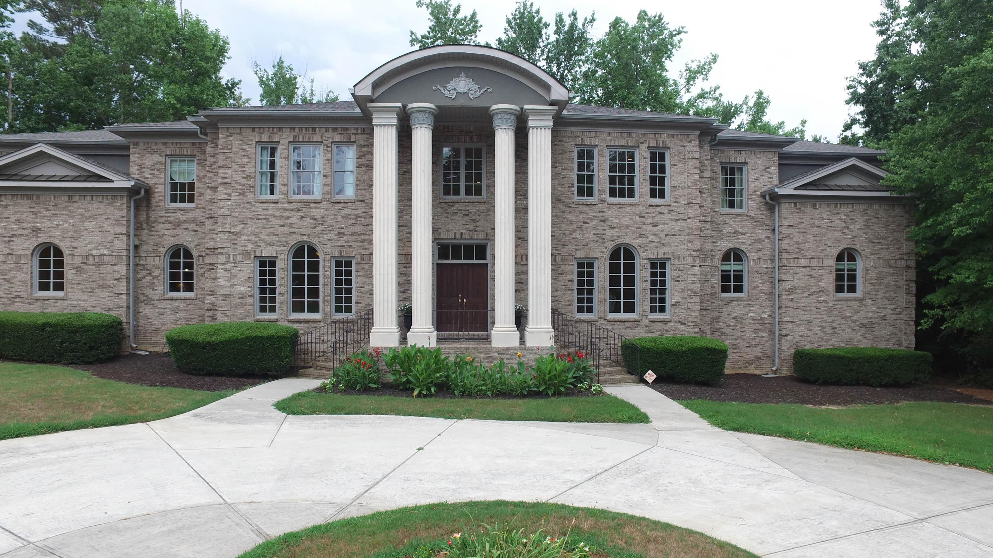 Moradia para Venda às Stunning, Custom-Built Home on 6.5+- Acres 1990 Enon Road SW Atlanta, Geórgia, 30331 Estados Unidos