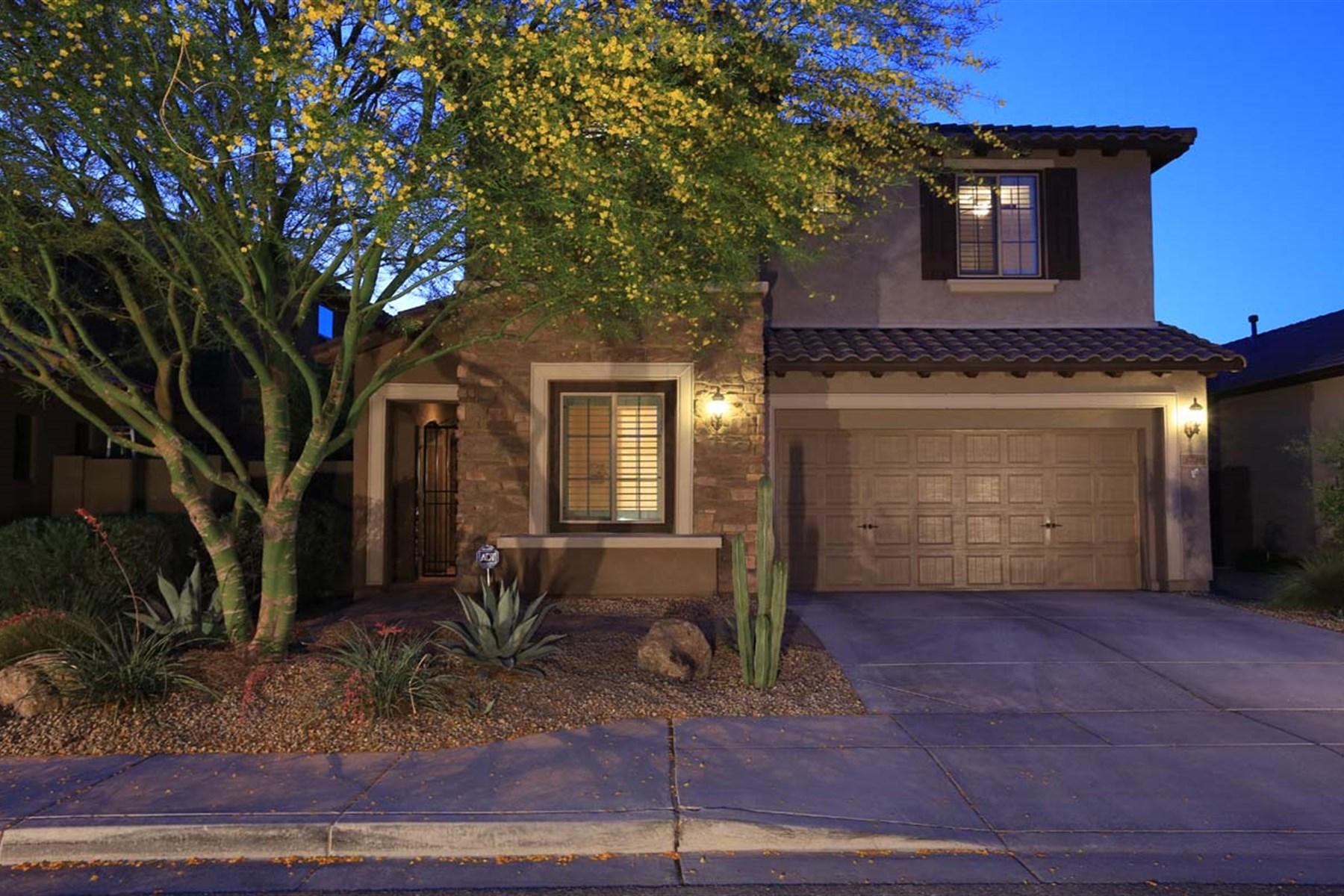 Частный односемейный дом для того Продажа на Beautifully upgraded two-level Asacha floor plan 3718 E MATTHEW DR Phoenix, Аризона 85050 Соединенные Штаты