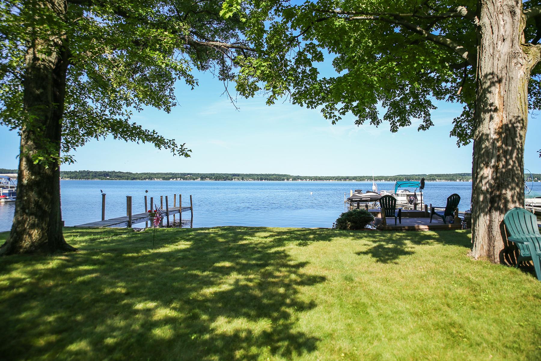 Các loại nhà khác vì Bán tại Saratoga Lake On The Waterfront! 5 Snake Hill Road Saratoga Springs, New York 12866 Hoa Kỳ