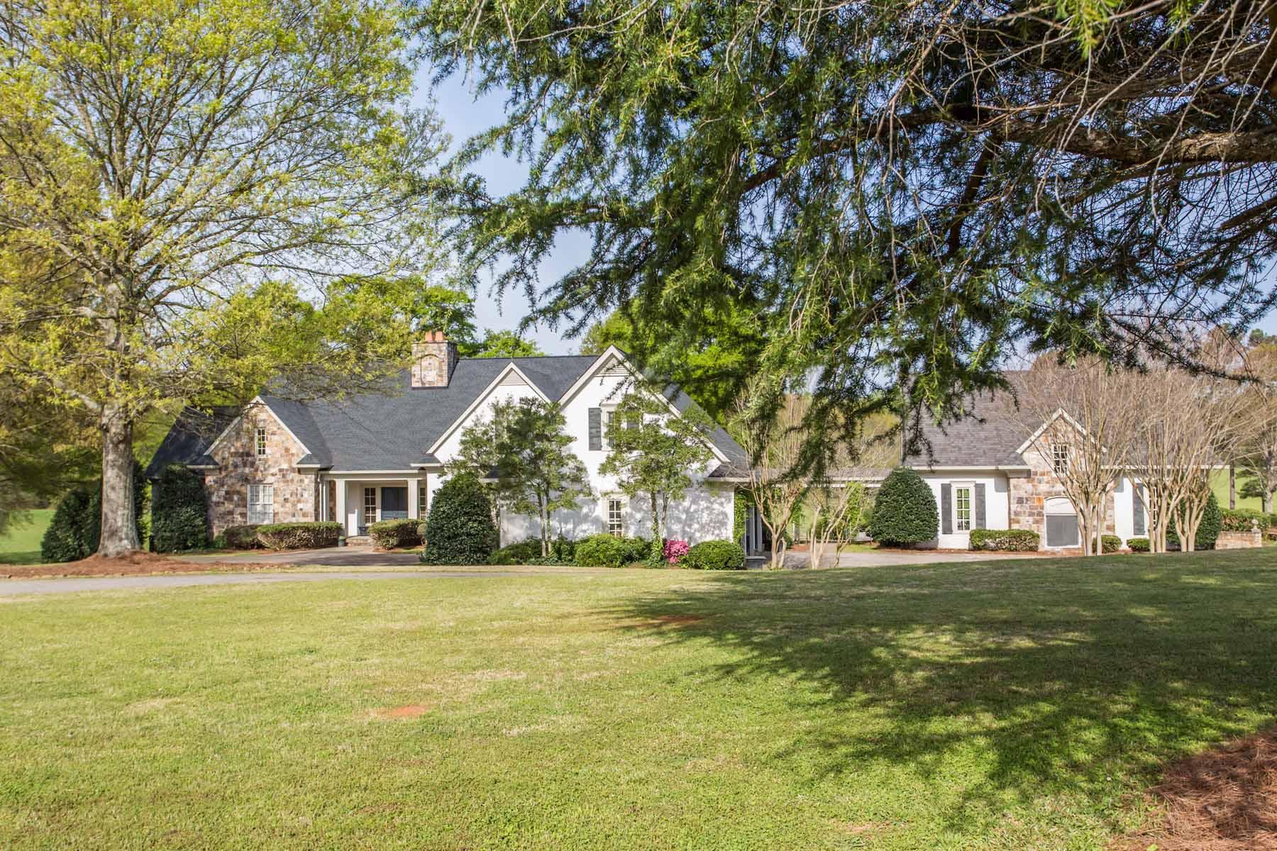 농장 / 목장 / 농장 용 매매 에 A Quaint Family Farmhouse 5067 Smokey Road Newnan, 조지아, 30263 미국