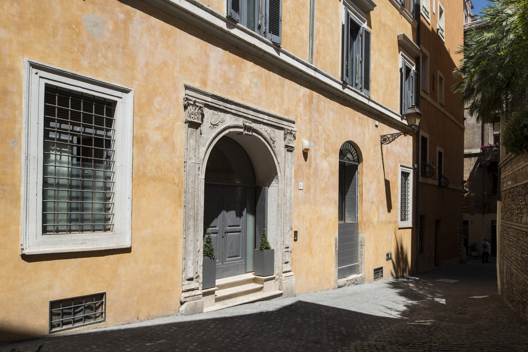 Additional photo for property listing at Beautiful apartment a few steps from Piazza Navona Vicolo Domizio Rome, Rome 00186 Italien