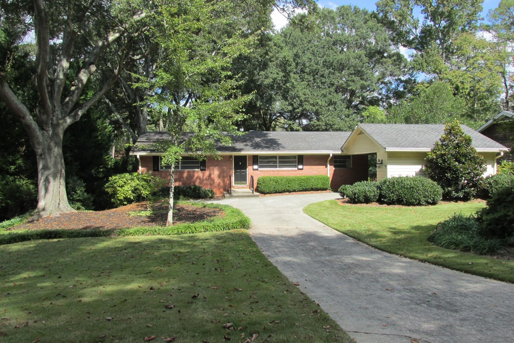 一戸建て のために 売買 アット Brick Ranch In High Point 630 W Powderhorn Road High Point, Atlanta, ジョージア 30342 アメリカ合衆国