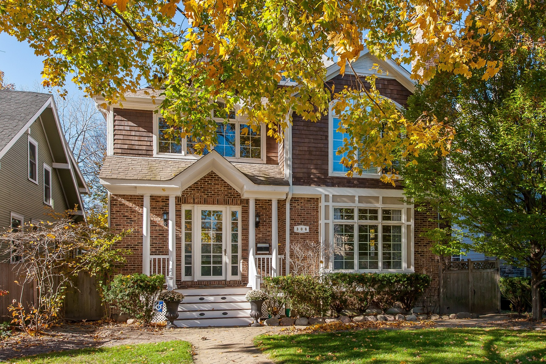 Tek Ailelik Ev için Satış at Stunning Winnetka Home 306 Walnut Street Winnetka, Illinois, 60093 Amerika Birleşik Devletleri