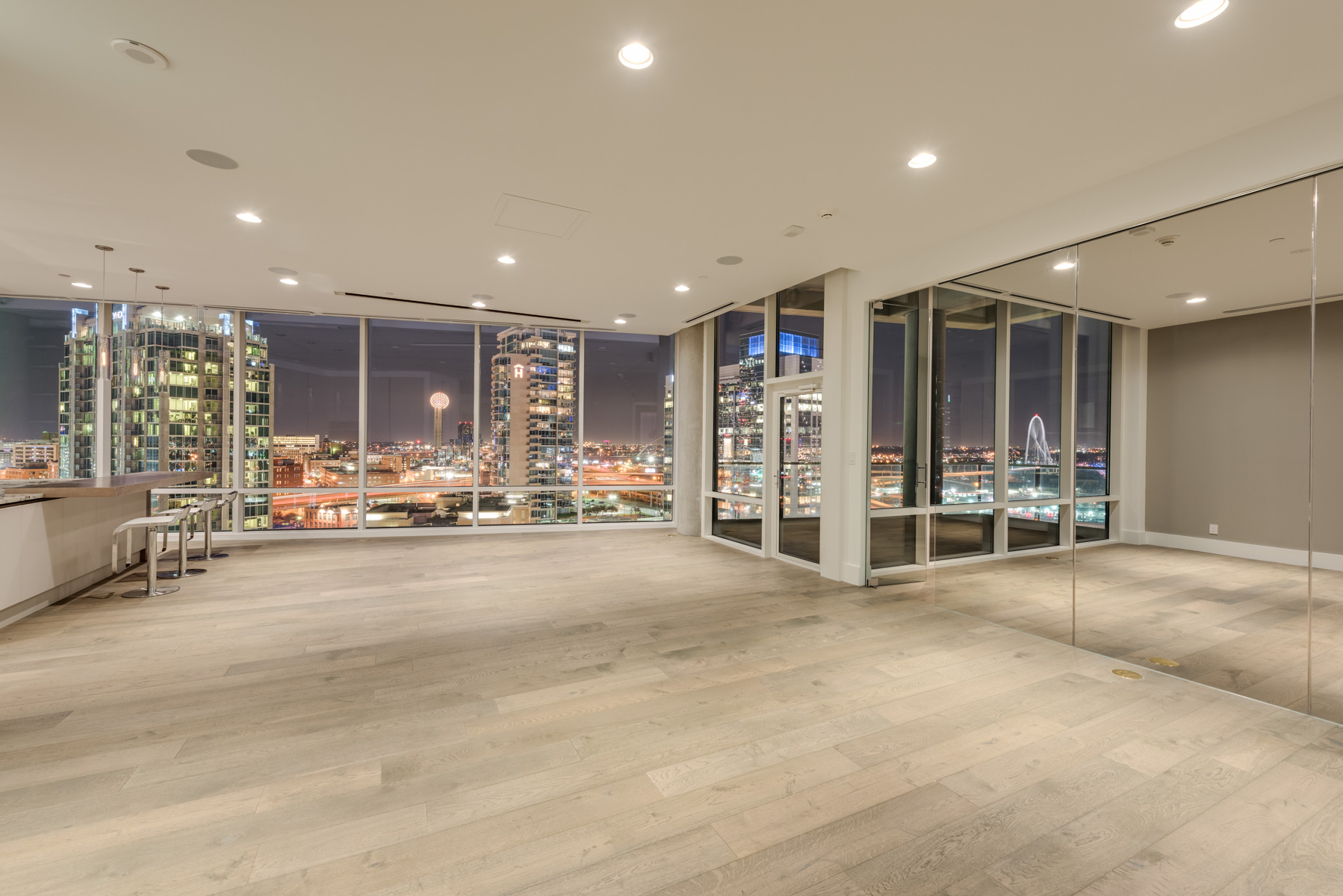 Condominio por un Venta en Exclusive Two-Story Penthouse 2408 Victory Park Lane #1433 Dallas, Texas, 75219 Estados Unidos