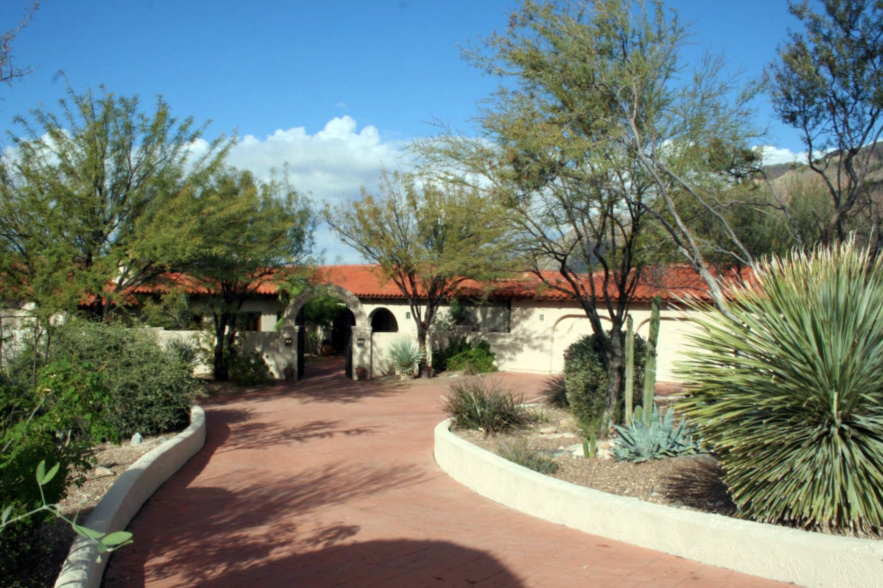 Single Family Home for Sale at Custom Built High-Quality Construction Home on Outstanding Views Lot 7461 N Moon Spirit Lane Tucson, Arizona 85701 United States