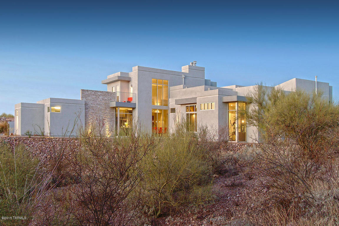 Частный односемейный дом для того Продажа на Stunning ridgetop Desert Contemporary Ultra-Custom with dramatic mountain views. 6463 N Lazulite Place Tucson, Аризона 85750 Соединенные Штаты