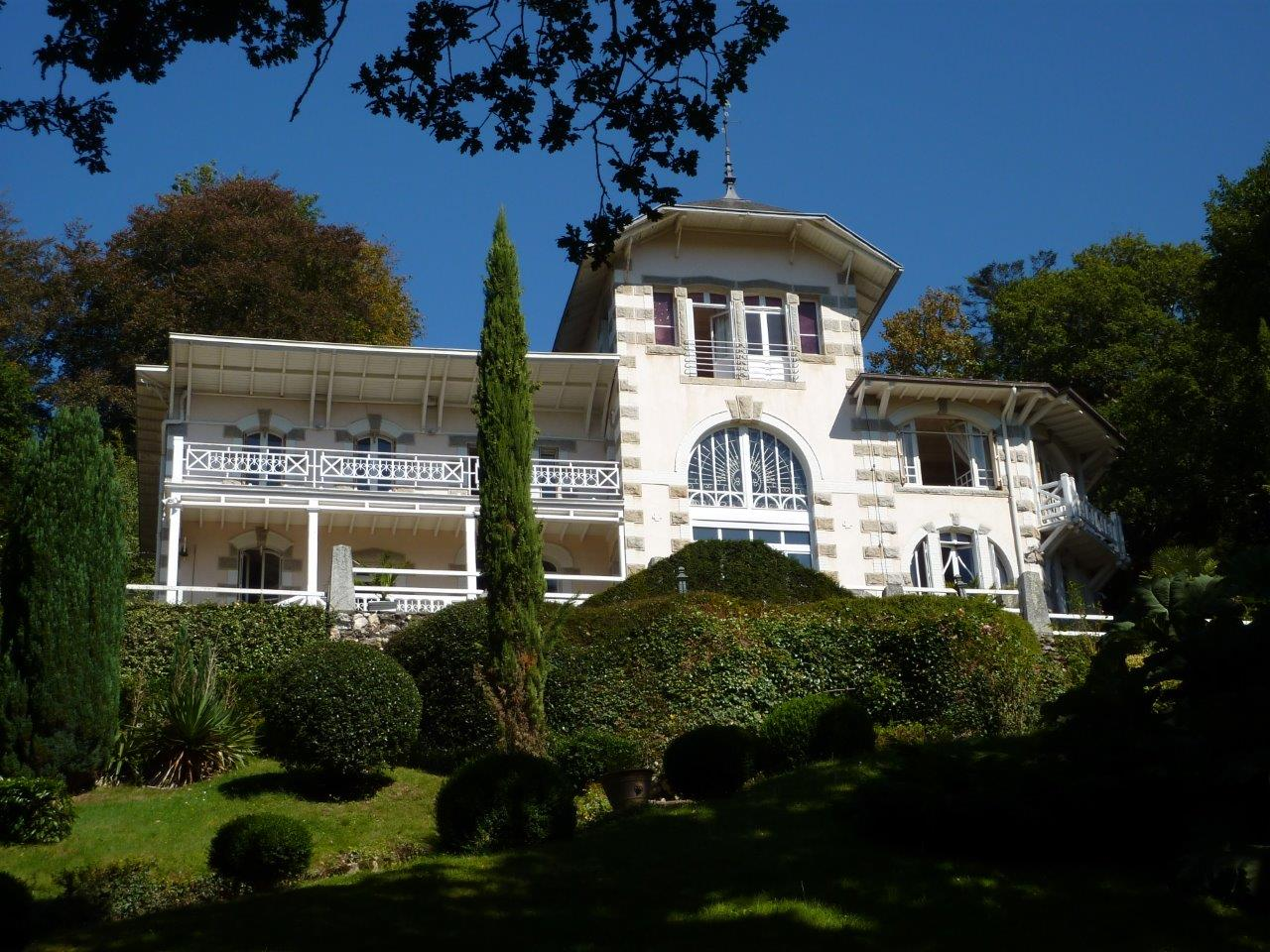 Other Residential for Sale at Villa named Nina Ricci Other Brittany, Brittany 29600 France