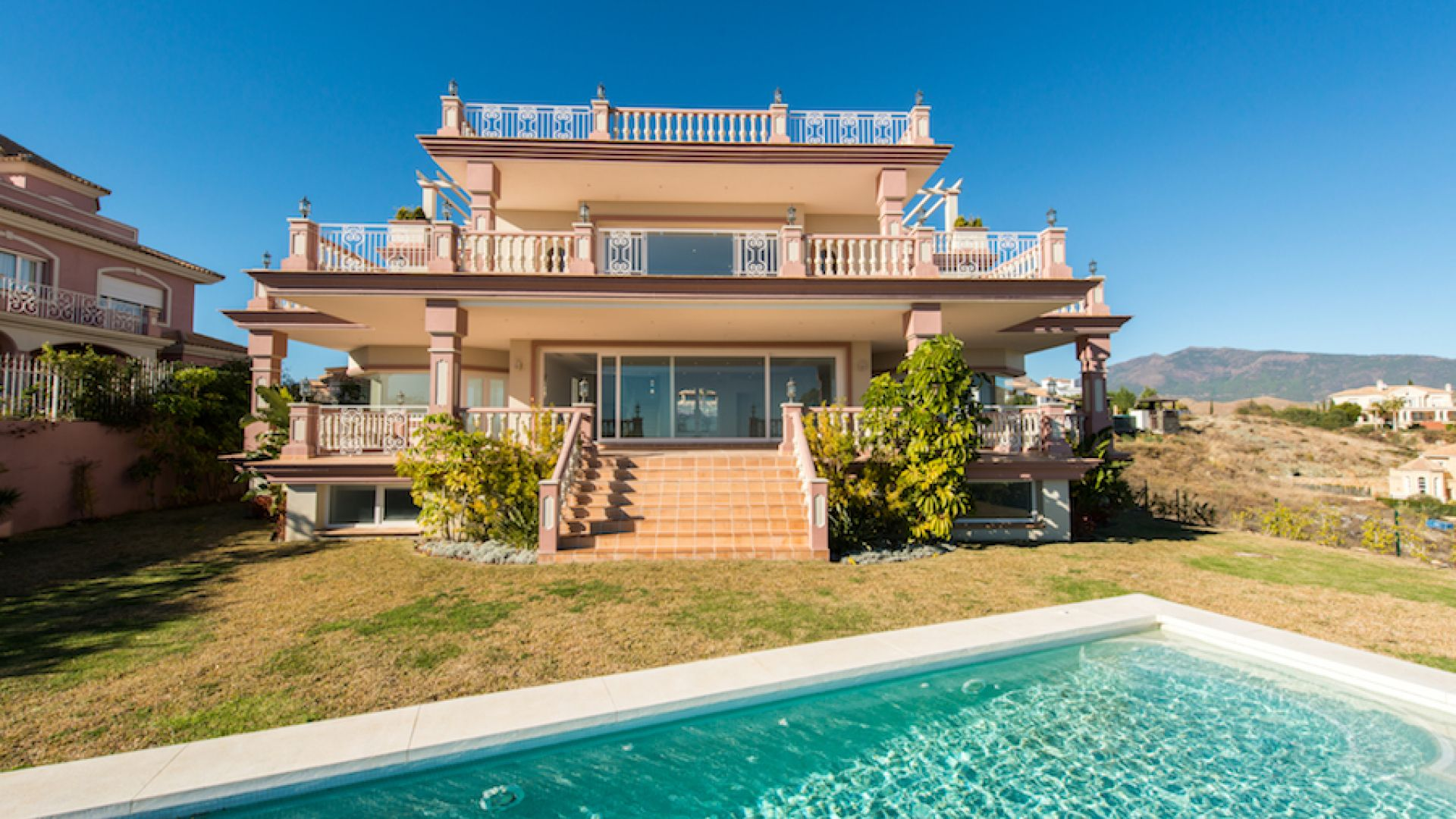 Vivienda unifamiliar por un Venta en Classic villa in New Golden Mile Los Flamingos Golf Benahavis, Costa Del Sol, 29679 España