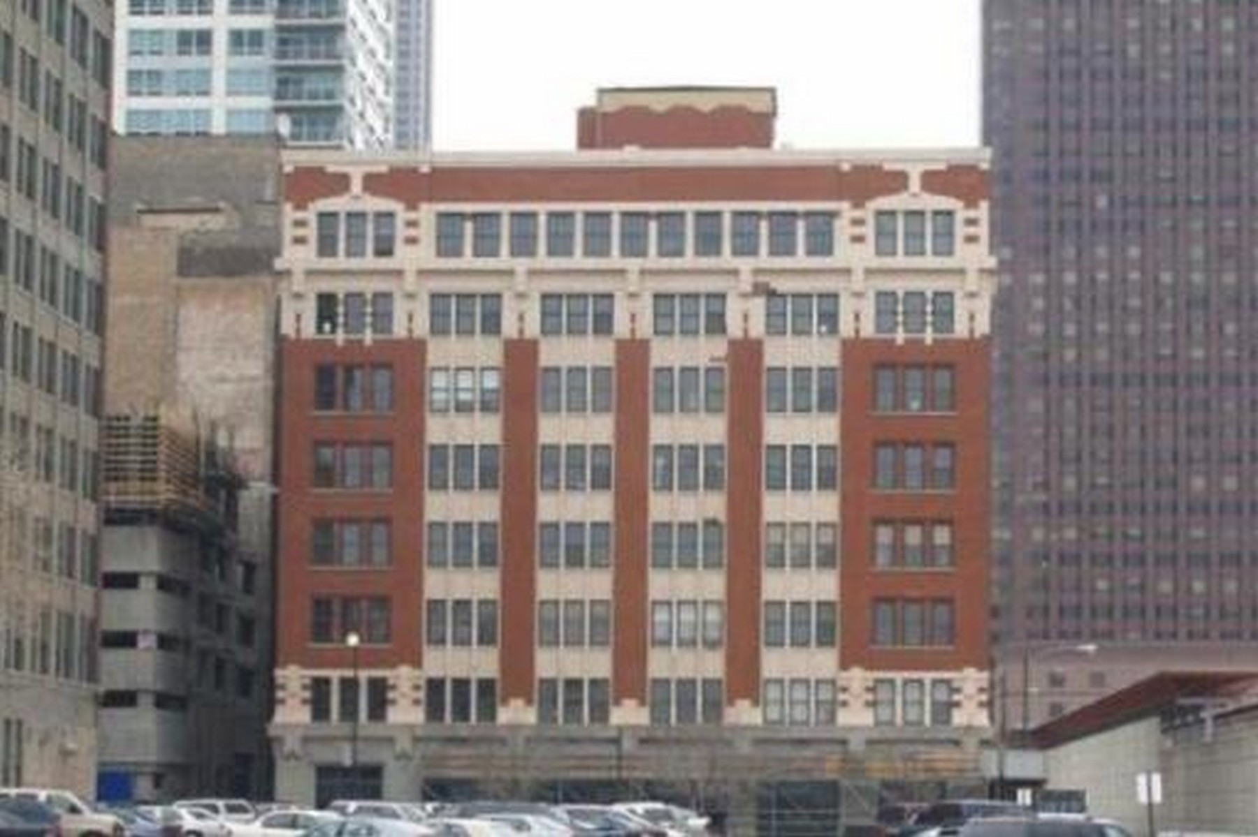 Kat Mülkiyeti için Satış at One Of A Kind Loft In Printers Row 732 S Financial Pl Unit 102 Chicago, Illinois 60605 Amerika Birleşik Devletleri