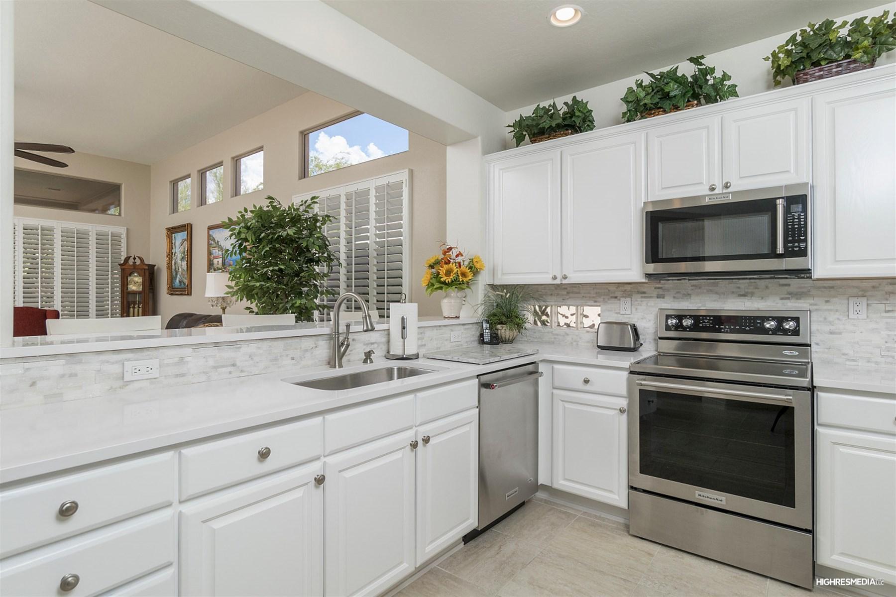 Частный односемейный дом для того Продажа на Fantastic home in the beautiful community of Terravita 7152 E Canyon Wren Cir Scottsdale, Аризона, 85266 Соединенные Штаты