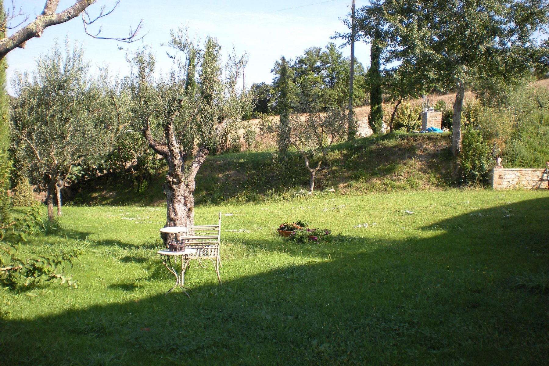 Additional photo for property listing at Stone farmhouse with stunning views Voc. Caibizzocco Montone, Perugia 06014 Italie