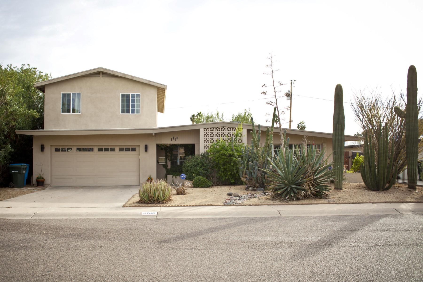 Maison unifamiliale pour l Vente à One of kind home within walking distance of two city parks 3709 E Shaw Butte Dr Phoenix, Arizona, 85028 États-Unis