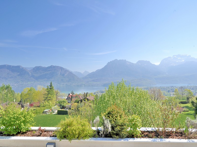 Single Family Home for Sale at Superbe villa d'architecte Sevrier, Rhone-Alpes 74320 France
