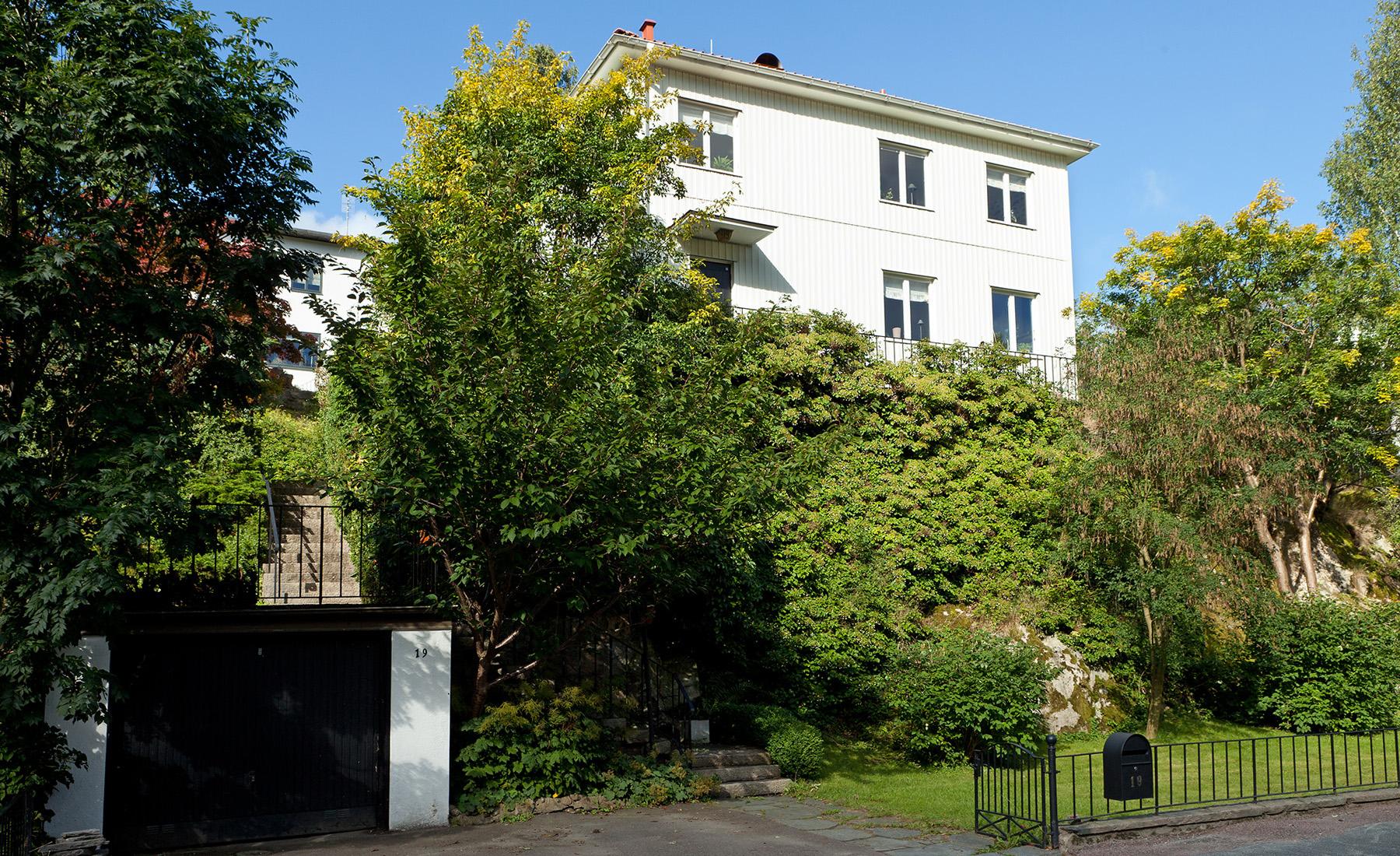 Einfamilienhaus für Verkauf beim Highly situated house with lovely spaces Langasliden 19 Gothenburg, Vastra Gotaland, 41270 Schweden