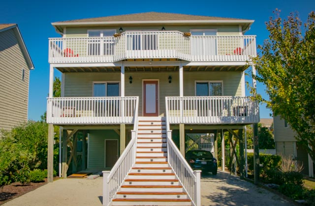 Maison unifamiliale pour l Vente à Serene Island Home Nestled on Quiet Tree-lined Lane 59 North Ridge Drive Surf City, Carolina Du Nord, 28445 États-Unis