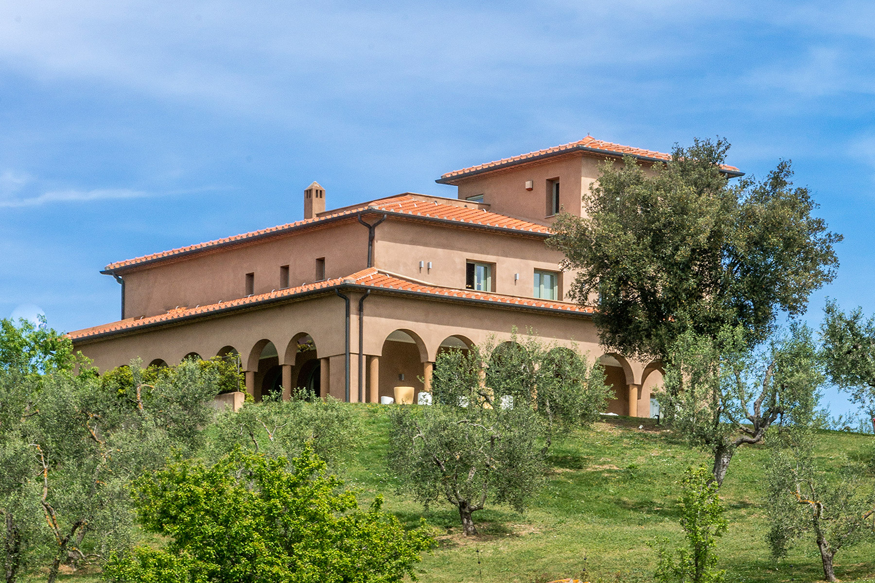 Additional photo for property listing at Unique luxury contemporary villa in an olive grove estate Massa Marittima, Grosseto Italia