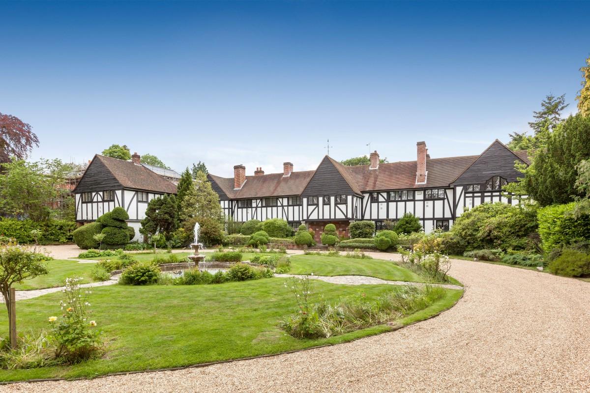Nhà ở một gia đình vì Bán tại Esher Copsem Lane Esher Other England, Anh Quốc KT Vương Quốc Anh