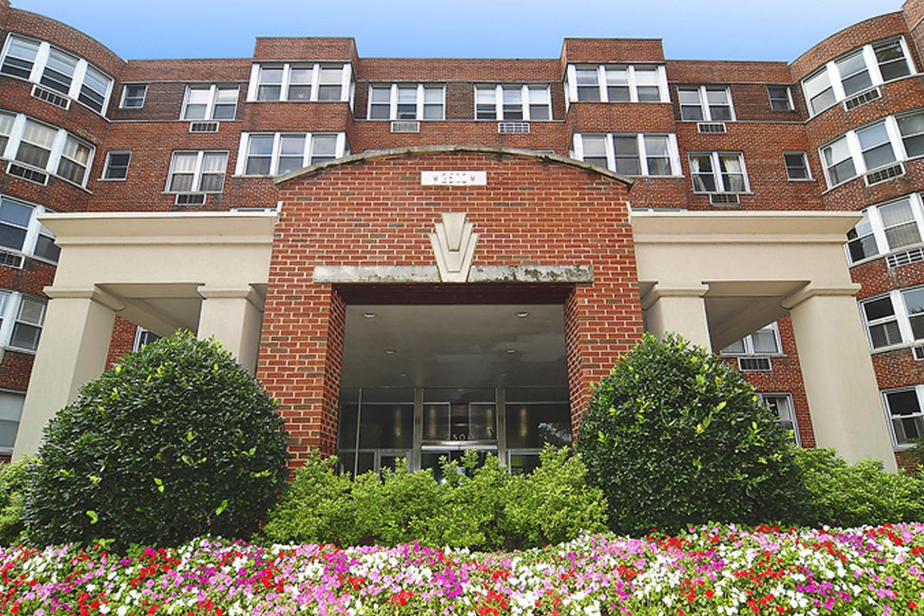 コンドミニアム のために 売買 アット Georgetown 2500 Q Street NW #104 Georgetown, Washington, コロンビア特別区 20007 アメリカ合衆国