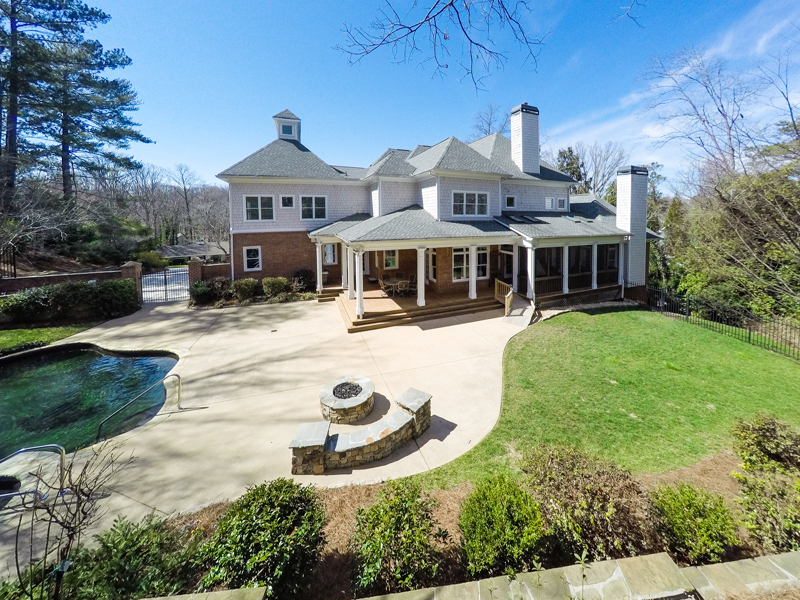 Additional photo for property listing at Wonderful Open Floorplan 3619 Rembrandt Road NW Atlanta, Georgië 30327 Verenigde Staten