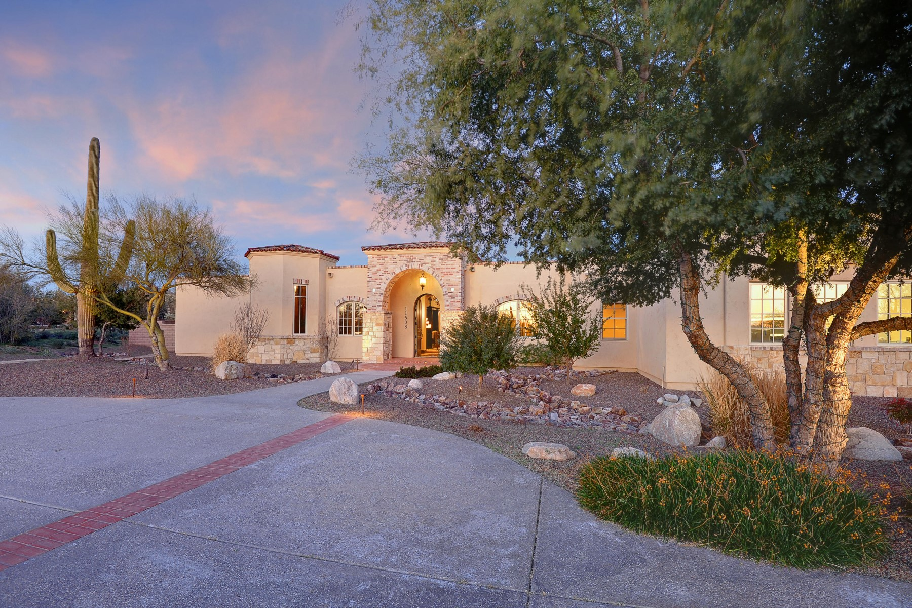 Single Family Home for Sale at Exquisite custom home of the highest quality and craftsmanship 11508 N Coyote Blue Court Tucson, Arizona 85742 United States