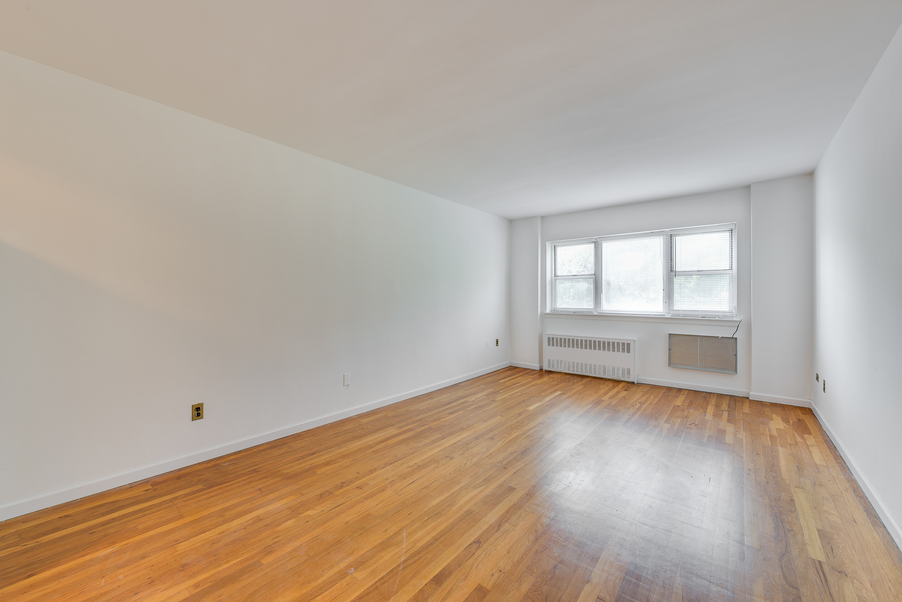 Property For Sale at Large, Renovated and Bright 1 BR
