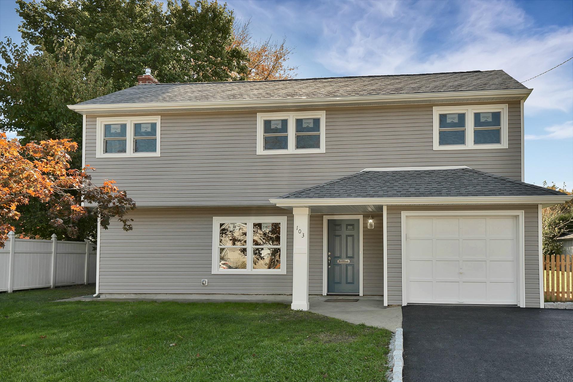 Частный односемейный дом для того Продажа на Sensational Renovation 103 White Beeches Dr Dumont, Нью-Джерси 07628 Соединенные Штаты