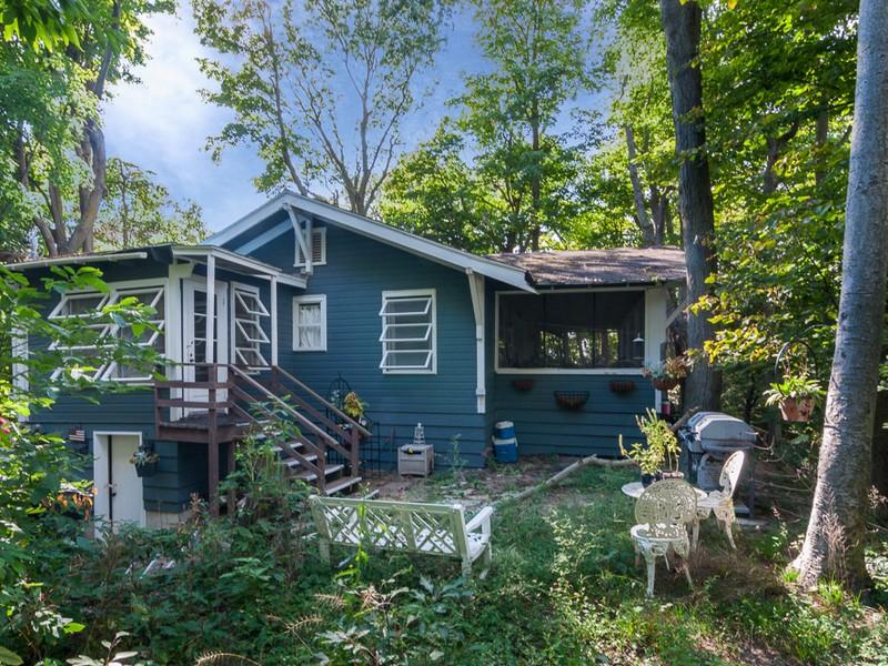 Vivienda unifamiliar por un Venta en Great Cottage with Views of Lake Michigan 79934 Ramblewood Dive Covert, Michigan 49043 Estados Unidos