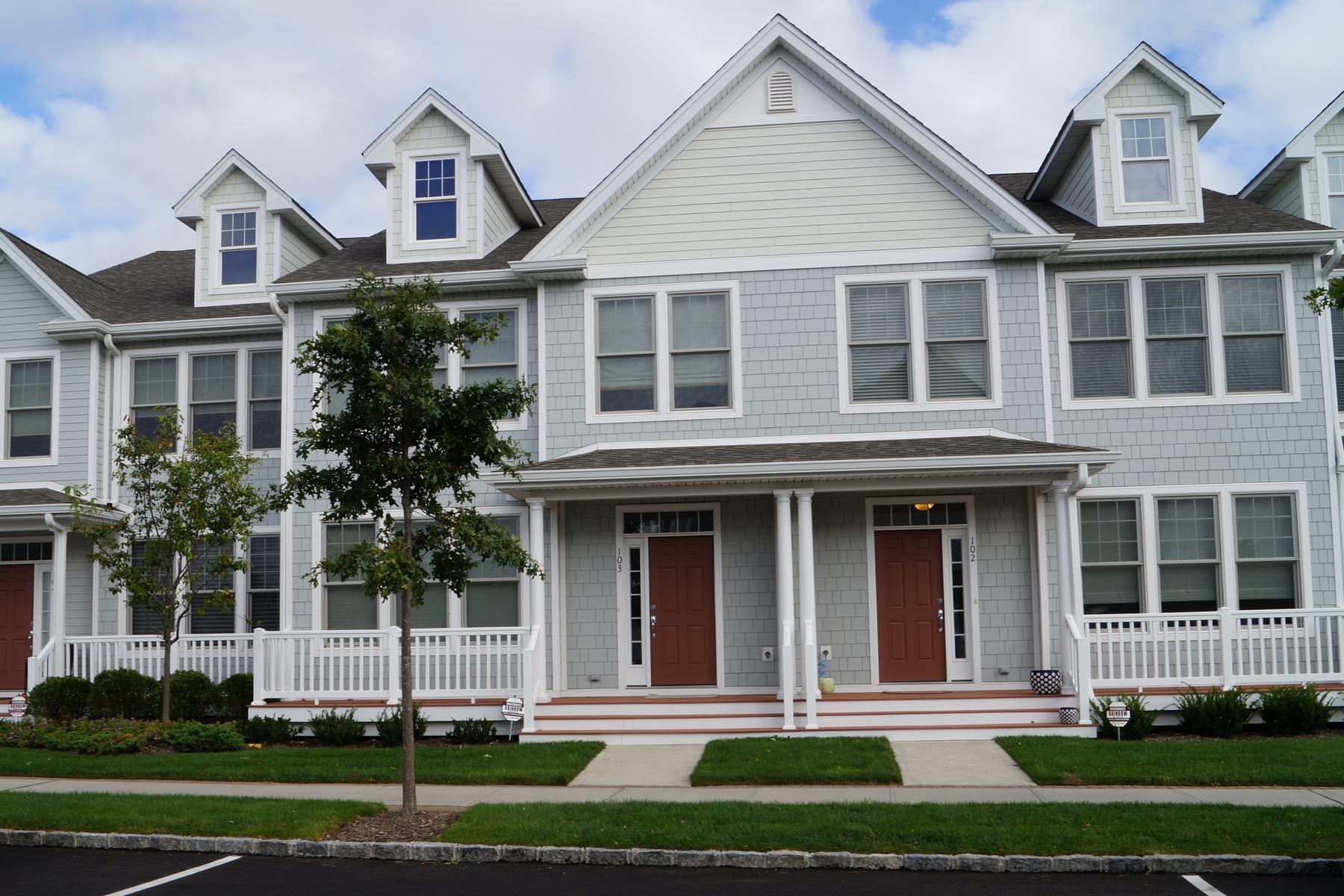 共管式独立产权公寓 为 销售 在 In The Heart Of It All 103 Gettysburg Drive 西安普敦海滩, 纽约州, 11978 美国