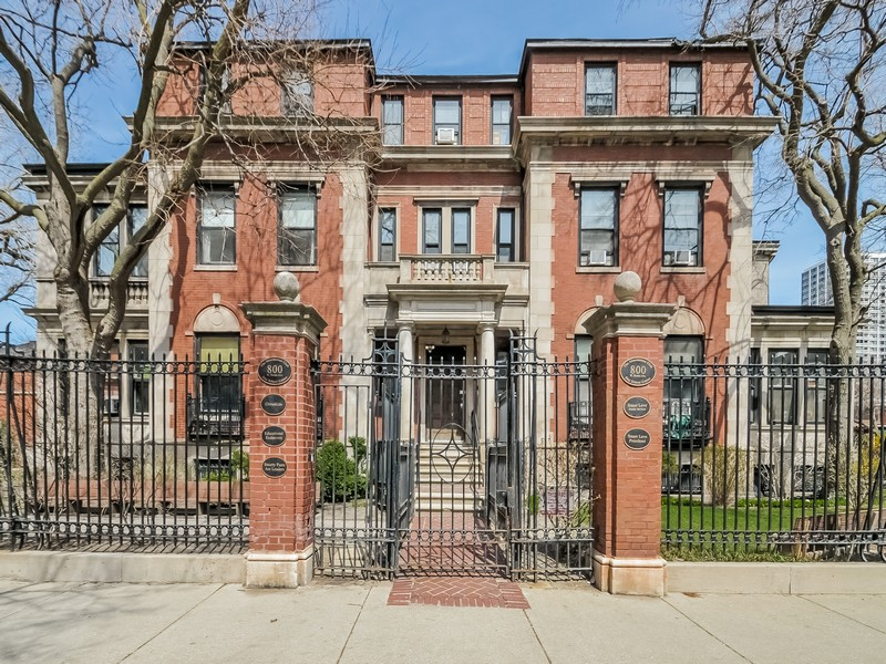 Single Family Home for Sale at Beautiful Historic Mansion 800 West Buena Avenue Uptown, Chicago, Illinois 60613 United States