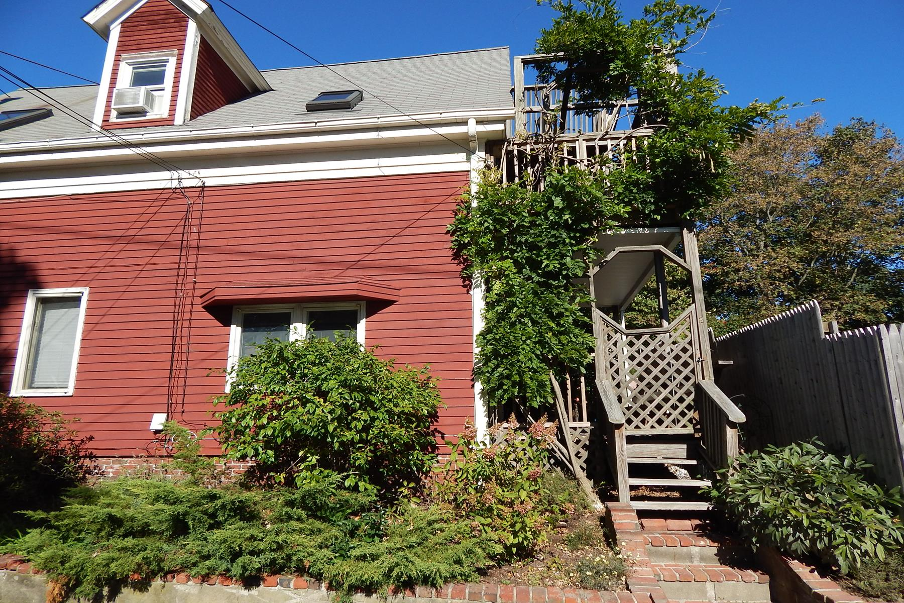 Condominio per Vendita alle ore Private condominium with free standing studio 5 Brewster Street, Unit 2 Provincetown, Massachusetts 02657 Stati Uniti