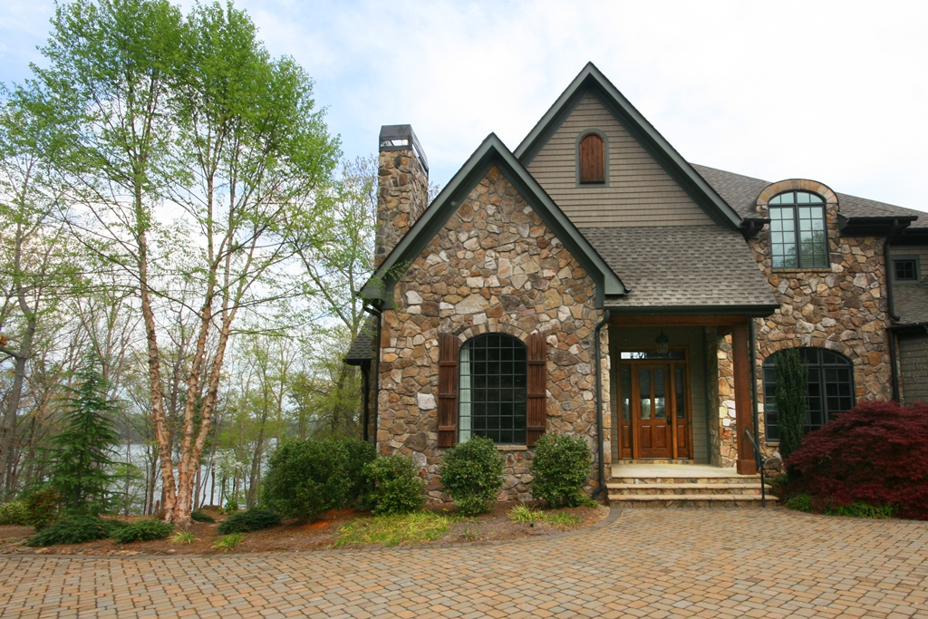 Villa per Vendita alle ore Picturesque Exterior, Serene Lake Views, Comfortable Living 916 Woodlake Way The Cliffs At Keowee Falls, Salem, Carolina Del Sud 29676 Stati Uniti