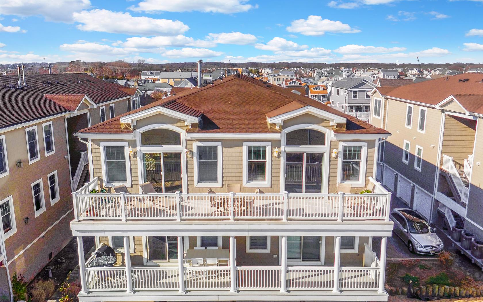 共管式独立产权公寓 为 销售 在 Breathtaking Ocean Views 233 Beachfront Manasquan, 08730 美国