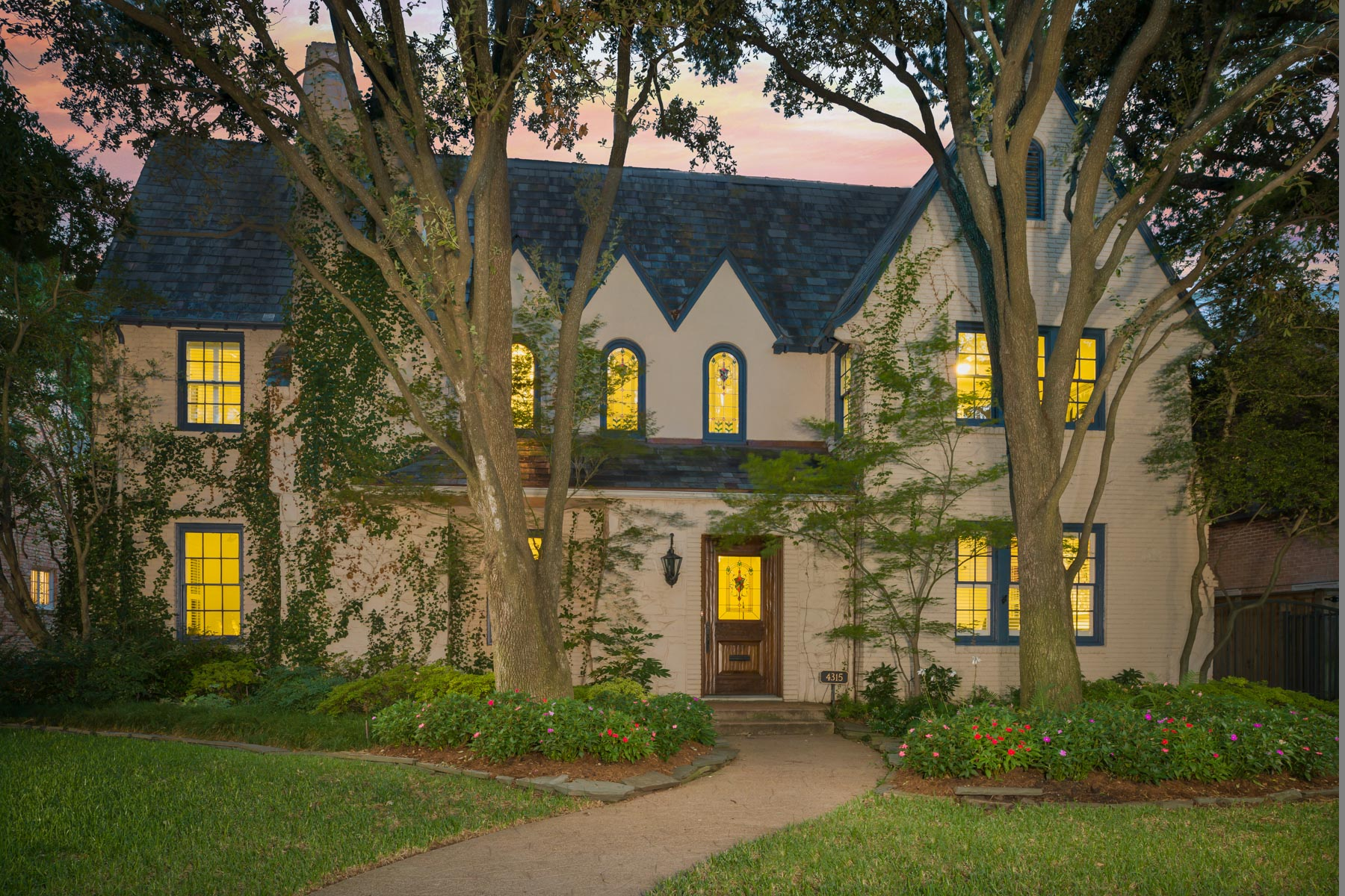 Villa per Vendita alle ore Gorgeous Traditional in Highland Park 4315 Versailles Avenue Dallas, Texas, 75205 Stati Uniti