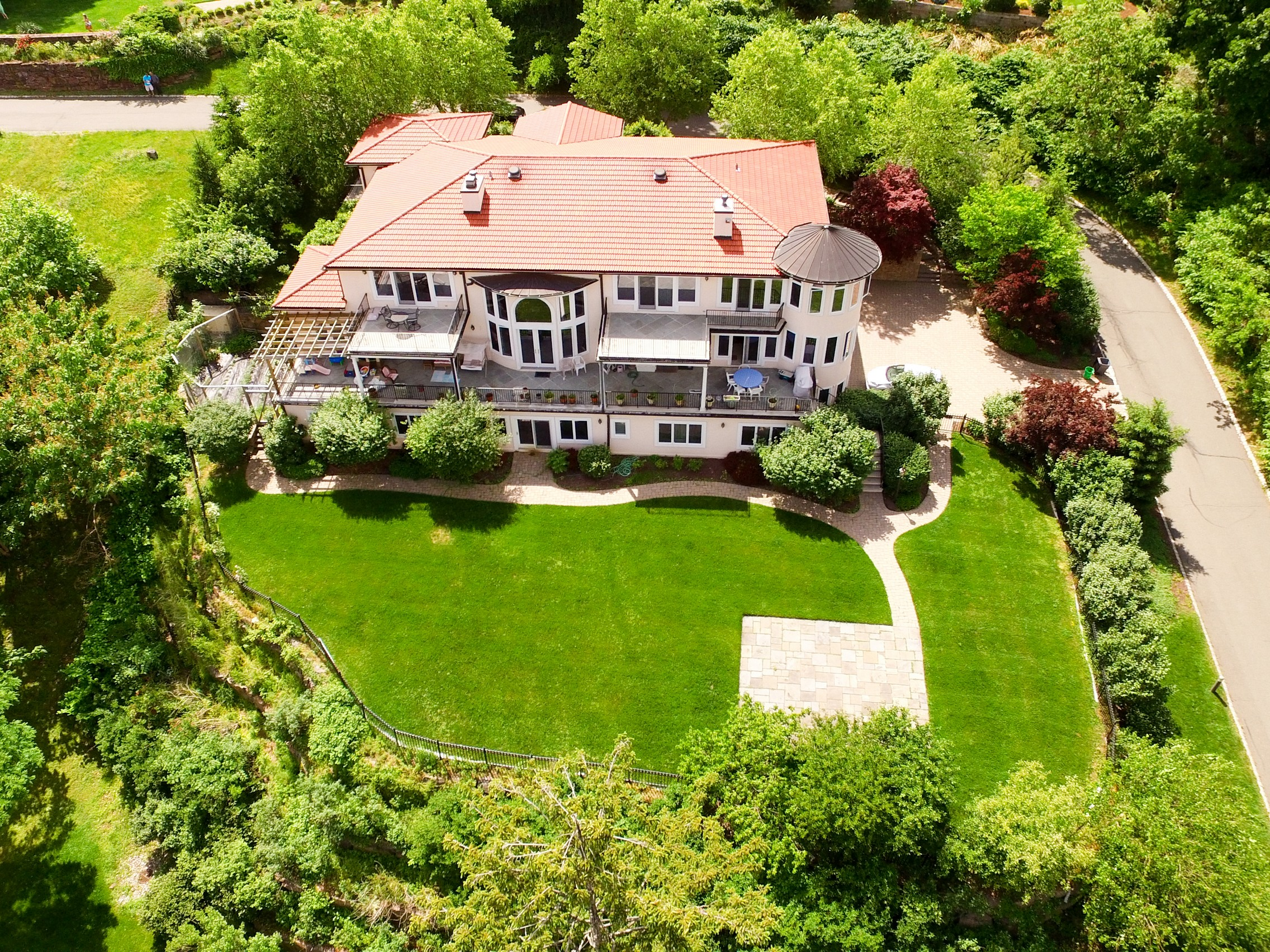 Single Family Home for Sale at Majestic Home with Expansive Hudson River Views 6 Tompkins Court Upper Nyack, New York 10960 United States