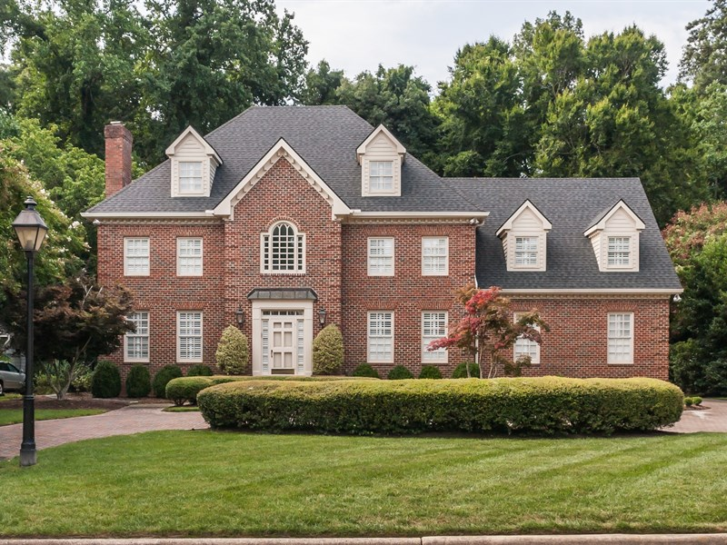 Casa Unifamiliar por un Venta en 2909 Lake Boone Place Raleigh, Carolina Del Norte 27608 Estados Unidos