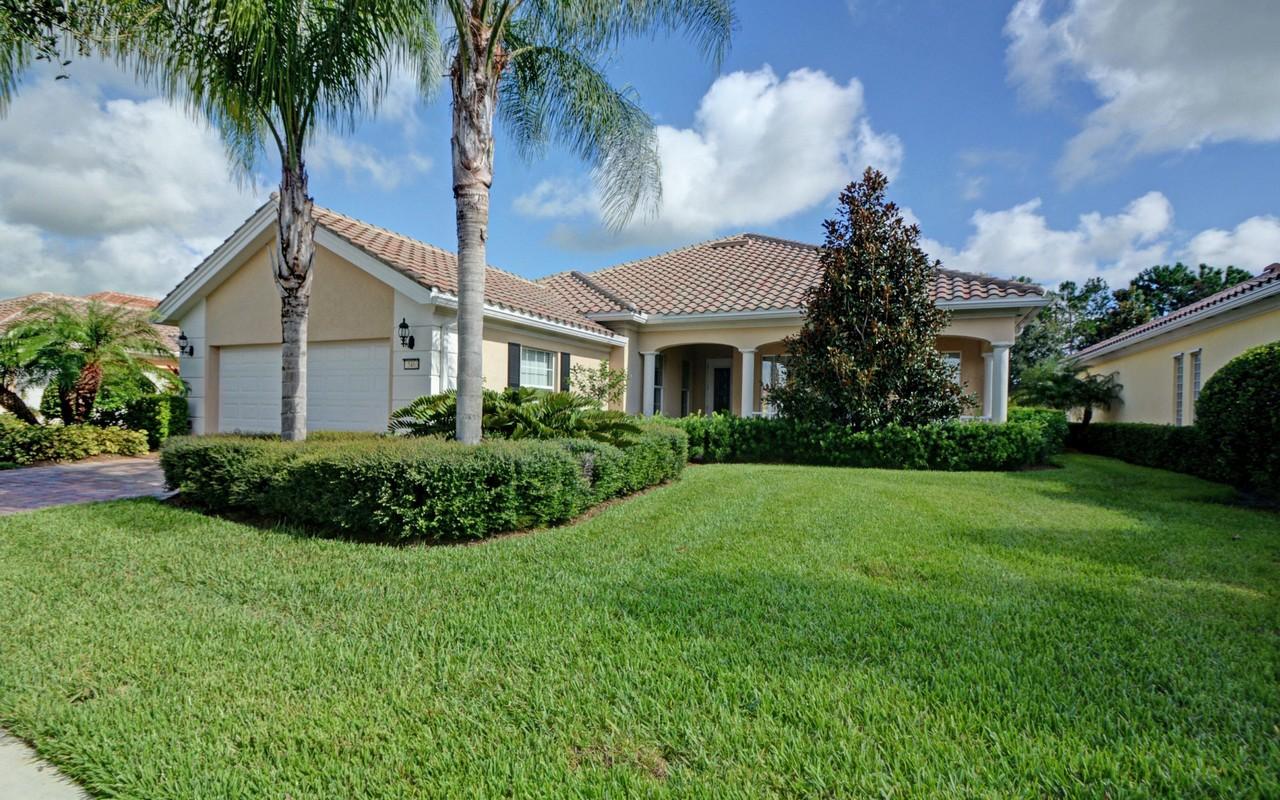 Casa Unifamiliar por un Venta en Spacious Carlyle Model 5463 Barbados Sq Vero Beach, Florida, 32967 Estados Unidos