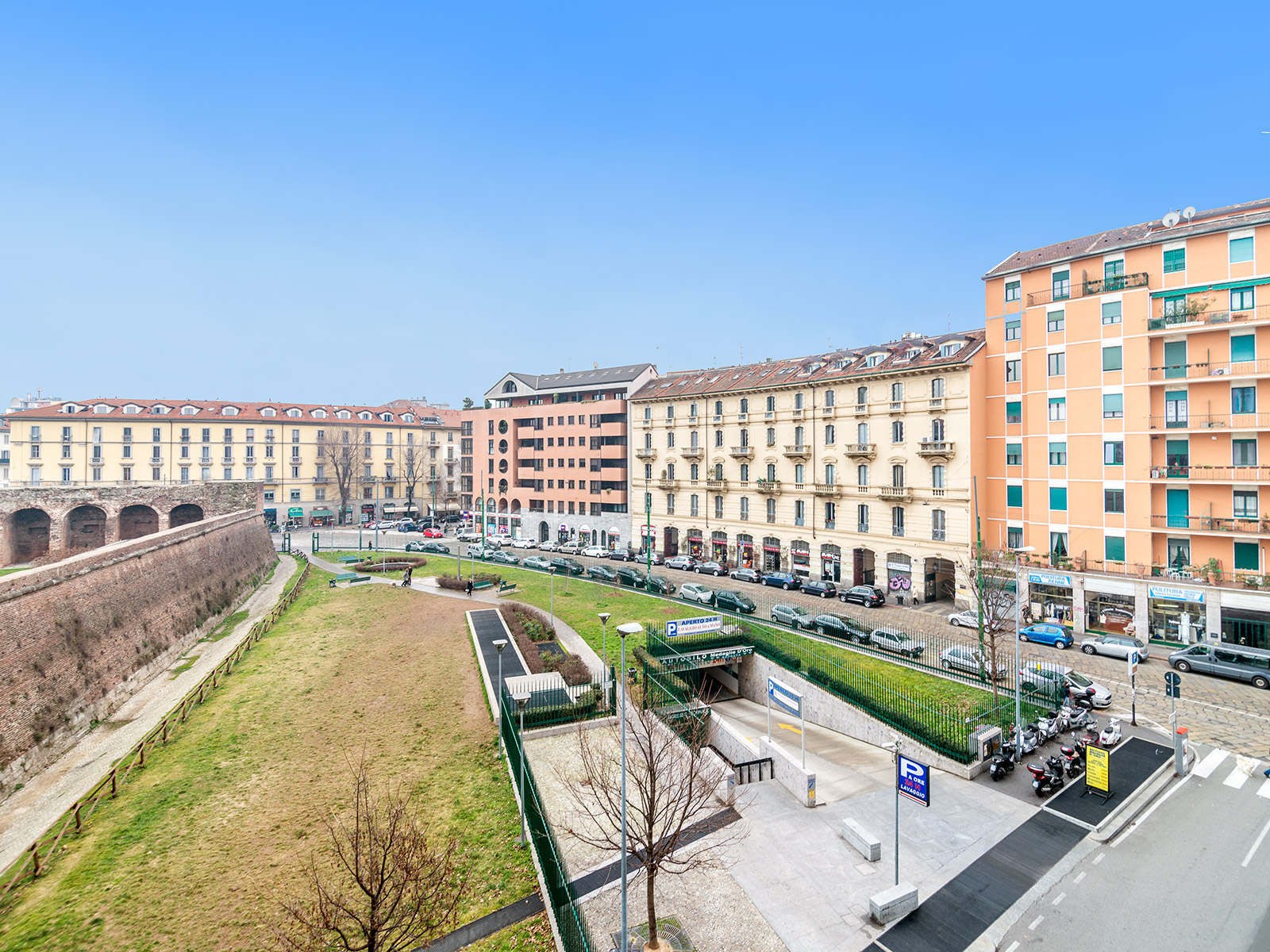 Additional photo for property listing at Bright apartment with terrace in Porta Romana Viale Sabotino Milano, Milan 20121 Italie