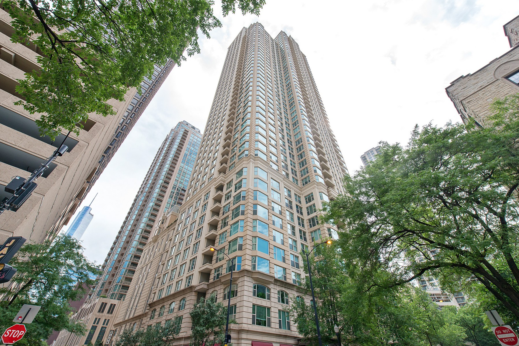 Condominium for Sale at Corner Unit at The Fordham 25 E Superior Street Unit 704 Near North Side, Chicago, Illinois, 60611 United States