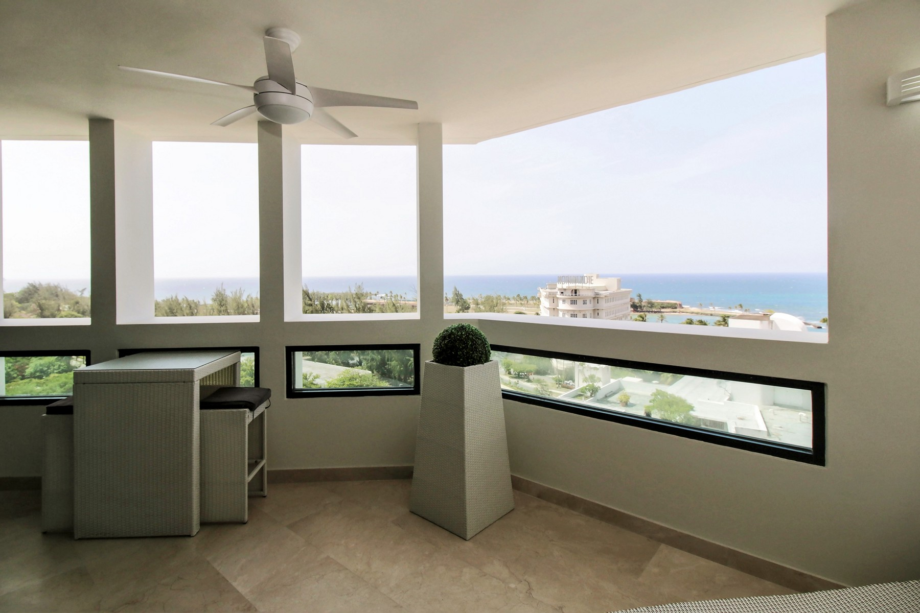 Additional photo for property listing at Stylish 12th floor Ocean-view apartment 37 Avenida Muñoz Rivera San Juan, Puerto Rico 00901 Porto Rico