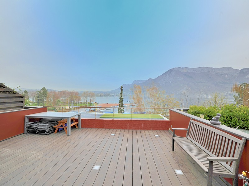 Single Family Home for Sale at Appartement face au lac Annecy, Rhone-Alpes 74000 France