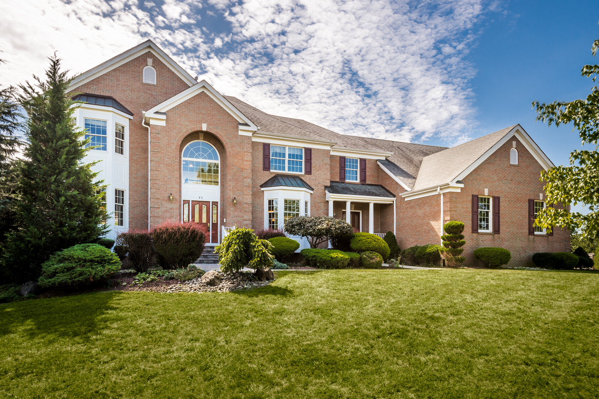 独户住宅 为 销售 在 Grand Style Entertaining - Montgomery Township 43 Rosewood Court Belle Mead, 08502 美国