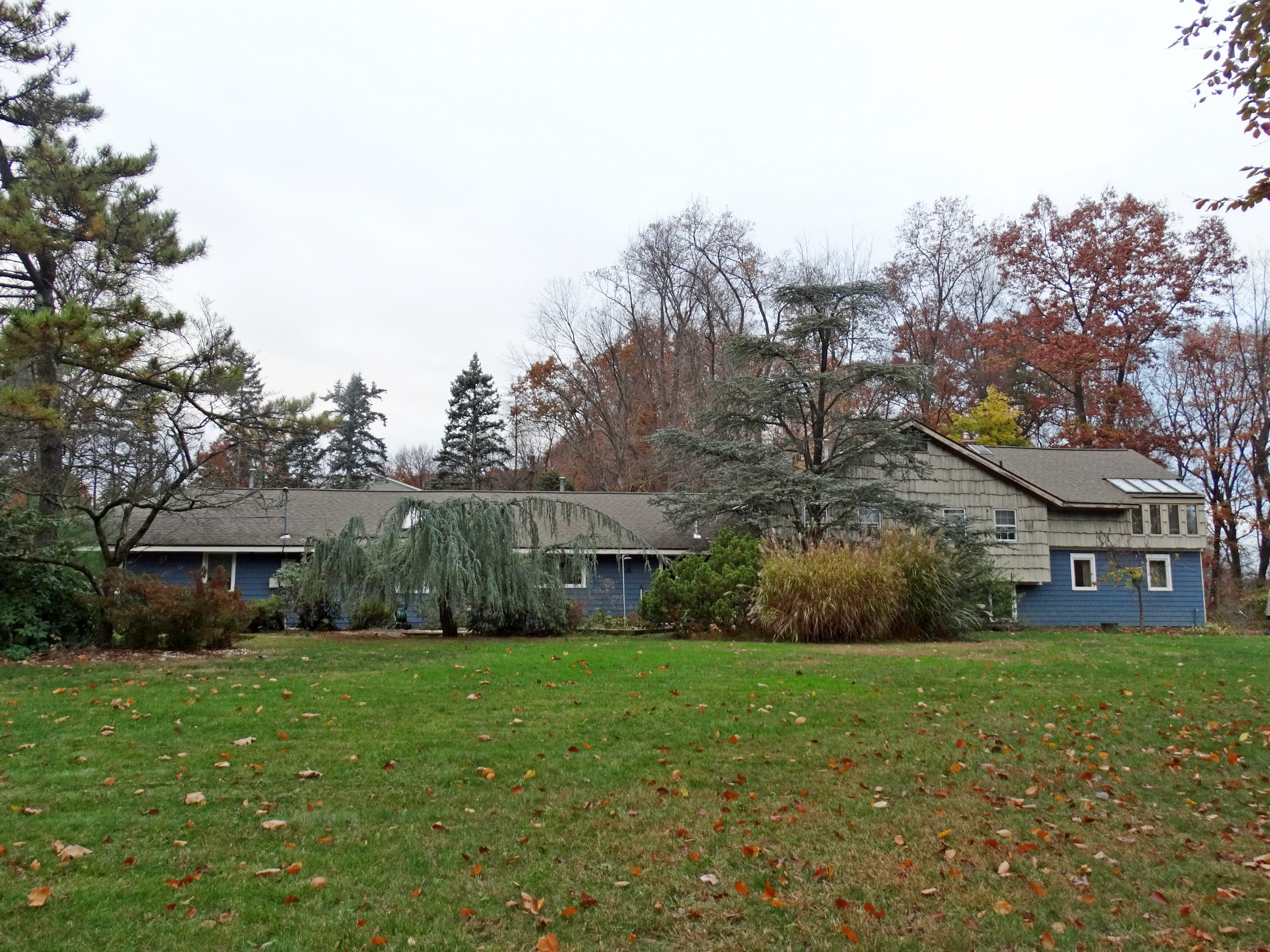 Single Family Home for Sale at Picturesque Park-like Setting 26 Kenbar Road West Nyack, New York 10994 United States