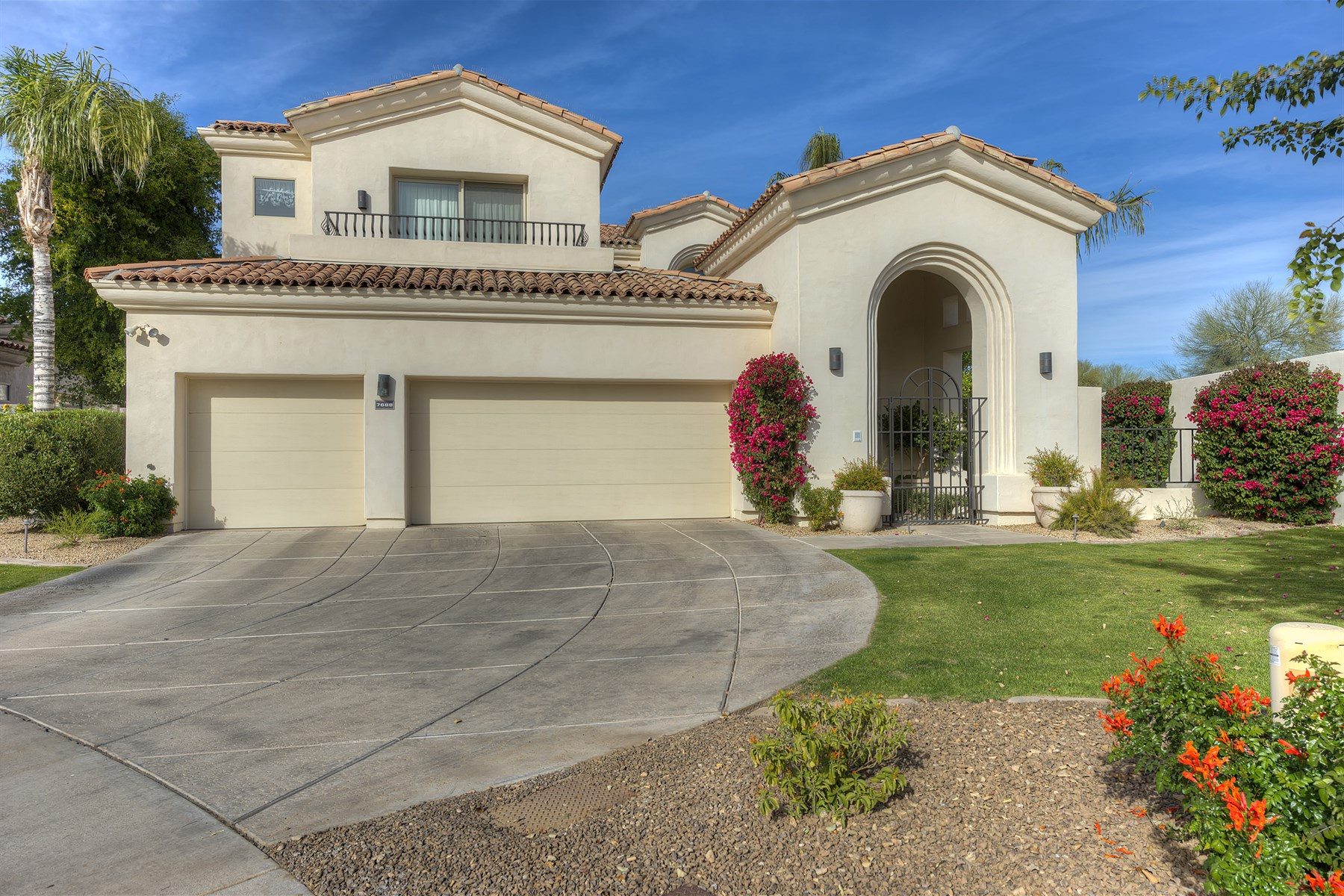 Single Family Home for Sale at Elegant Home in Guard-Gated Scottsdale Community 7688 E Sierra Vista Drive Scottsdale, Arizona 85250 United States