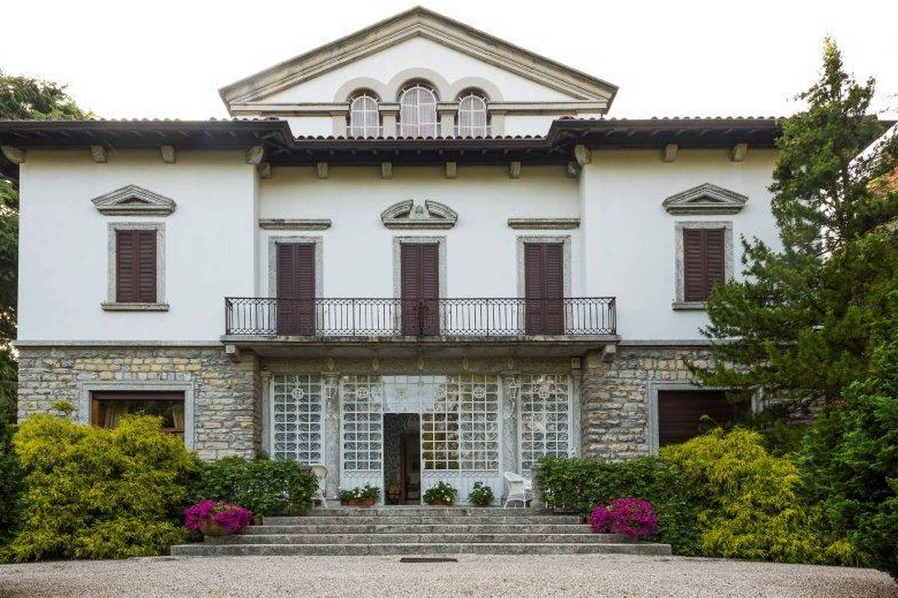 sales property at Magnificent villa liberty with a 4-hectare park
