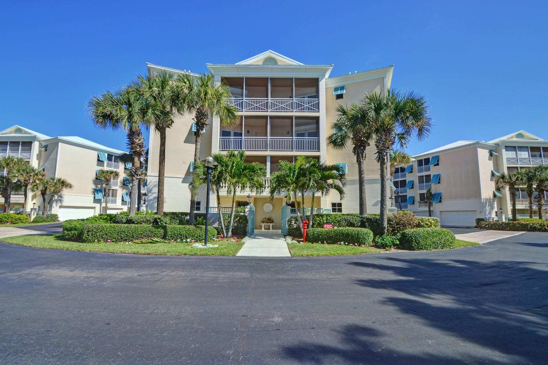 Copropriété pour l Vente à Stunning Oceanfront Condo in Sea Oaks 8814 S Sea Oaks Way # 301 Vero Beach, Florida 32963 États-Unis